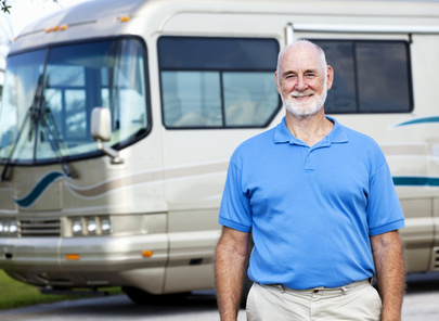 Fotolia 18219568 XS - Senior Man with Motor Home