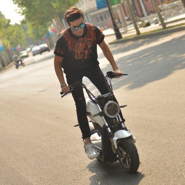 MIKU MAX E Scooter 7 595x595 - MIKU-MAX-E-Scooter-7